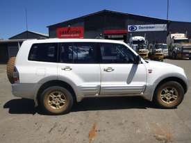 2000 Mitsubishi Pajero Exceed (NMOP45) 4x4 Wagon - picture3' - Click to enlarge