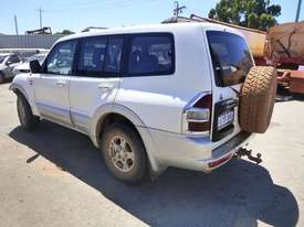 2000 Mitsubishi Pajero Exceed (NMOP45) 4x4 Wagon - picture6' - Click to enlarge