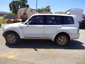 2000 Mitsubishi Pajero Exceed (NMOP45) 4x4 Wagon - picture7' - Click to enlarge