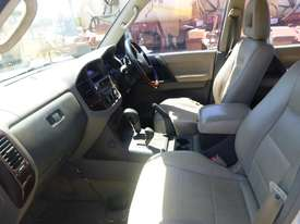 2000 Mitsubishi Pajero Exceed (NMOP45) 4x4 Wagon - picture10' - Click to enlarge
