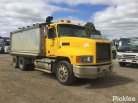 2004 Mack Fleet-Liner - picture0' - Click to enlarge