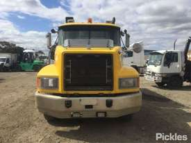 2004 Mack Fleet-Liner - picture1' - Click to enlarge