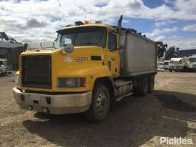 2004 Mack Fleet-Liner - picture2' - Click to enlarge