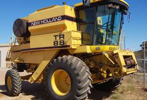 1998 New Holland TR88 Combine Harvester/Header