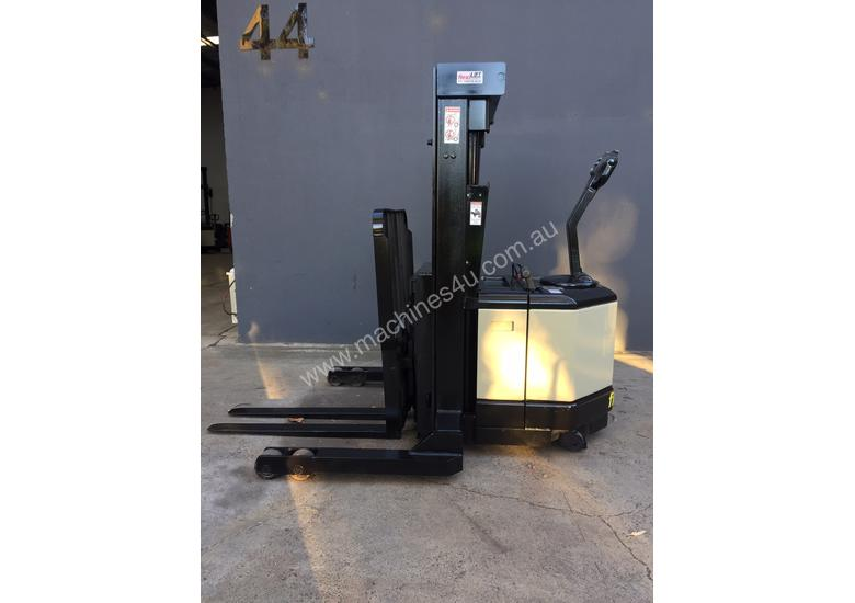 Crown WR3000TL102 Heavy Duty Walkie Reach Forklift Fully Refurbished and Repainted (Container Entry)