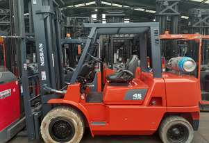Nissan Forklift 4.5 Ton 4000mm lift 2004 model Non marking tyres Side shift