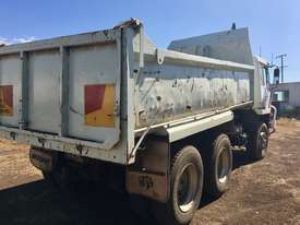 MITSUBISHI tipper truck - picture1' - Click to enlarge