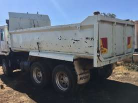 MITSUBISHI tipper truck - picture2' - Click to enlarge