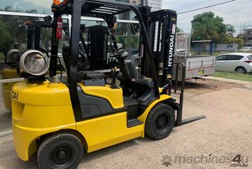 2.5 Tonne Hyundai Container Mast Forklift For Sale!