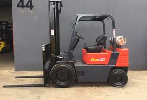 Daewoo G25S-2 2 .5 Ton Clear View Mast Counterbalance Forklift