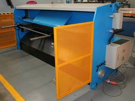2500MM x 4MM & 2500MM x 70TON PRESSBRAKE COMBO - picture12' - Click to enlarge