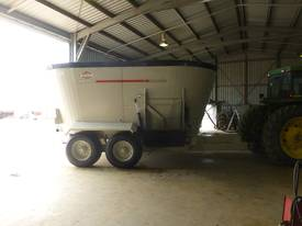 KHUN KNIGHT 5185 TRAILING TWIN VERTICAL MIXER