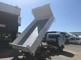 Mitsubishi Fighter 1024 Tipper Truck - picture2' - Click to enlarge