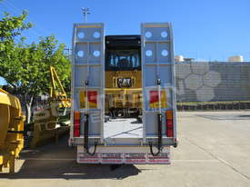 Tri Axle Tag Trailer Cat D5K XL dozer combo ATTTAG - picture2' - Click to enlarge