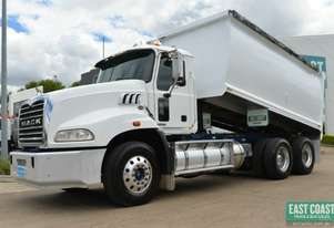 2011 MACK GRANITE 6X4 Tipper