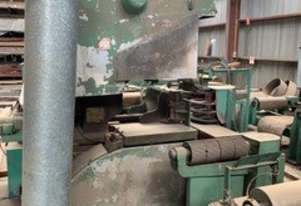 Bandsaw with infeed & outfeed