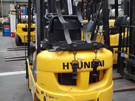 1.5 tonne Hyundai Container Mast Forklift - picture2' - Click to enlarge