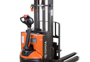 Toyota   6210 Walkie Stacker