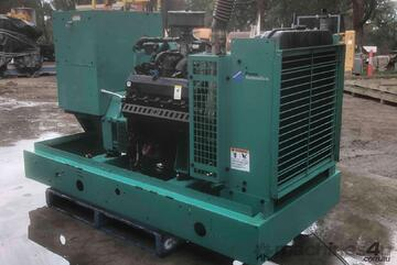 Generator cummins onan 68kva, natural gas set with only 1076 hours.