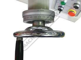 SG-820 Manual Surface Grinder 530 x 220mm Table Travel - picture7' - Click to enlarge