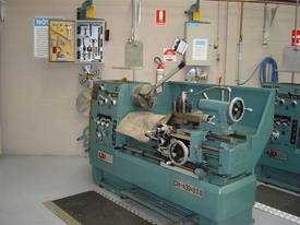 Ajax Chin Hung 430mm High Quality Metal Lathe - picture10' - Click to enlarge