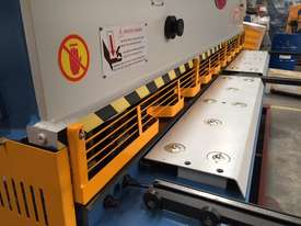 3200mm x 6mm Guillo & 3200mm x 135Ton Pressbrake - picture16' - Click to enlarge