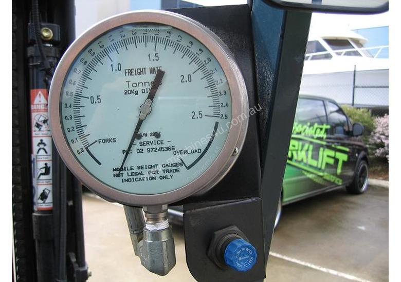 TOYOTA 2.5t  LPG with Analogue weight gauge