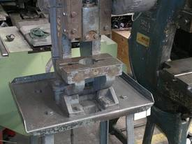 Servian 2.5T Inclinable Mechanical C Frame press - picture0' - Click to enlarge