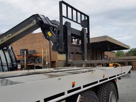 Jcb 1-6m Lift Height Telehandler Max lift 3000kg - picture13' - Click to enlarge