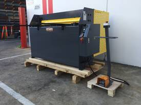 1300mm x 2mm Hydraulic in 240V or 415Volt - picture1' - Click to enlarge