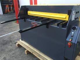 1300mm x 2mm Hydraulic in 240V or 415Volt - picture2' - Click to enlarge