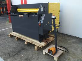 1300mm x 2mm Hydraulic in 240V or 415Volt - picture11' - Click to enlarge
