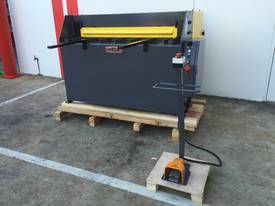 1300mm x 2mm Hydraulic in 240V or 415Volt - picture13' - Click to enlarge