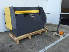 1300mm x 2mm Hydraulic in 240V or 415Volt - picture14' - Click to enlarge