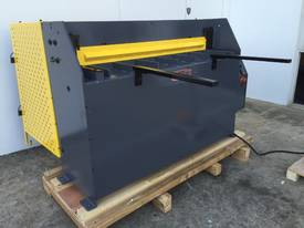 1300mm x 2mm Hydraulic in 240V or 415Volt - picture15' - Click to enlarge