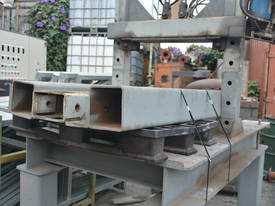 Large fabricated hydraulic press - picture2' - Click to enlarge
