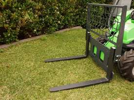 Avant 225 Mini Articulated Loader W/ Pallet Forks - picture12' - Click to enlarge