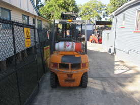 Samsung 2.5 ton LPG Used Forklift - picture4' - Click to enlarge