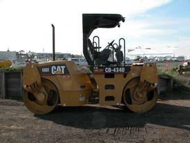 CATERPILLAR CB434D 7T TWIN DRUM ROLLER - picture0' - Click to enlarge