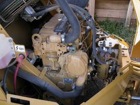 CATERPILLAR CB434D 7T TWIN DRUM ROLLER - picture4' - Click to enlarge