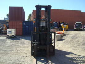 Used Yale Narrow Isle Compact Forklift - picture4' - Click to enlarge
