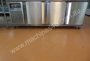 3 solid door underbar chiller - Stainless steel
