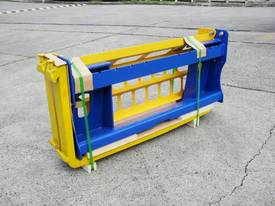 Pallet Forks Bobcat loader Multifit Pickup 1500kg  - picture5' - Click to enlarge
