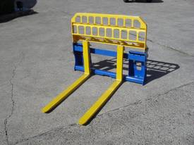 Pallet Forks Bobcat loader Multifit Pickup 1500kg  - picture7' - Click to enlarge