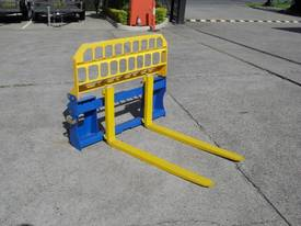 Pallet Forks Bobcat loader Multifit Pickup 1500kg  - picture8' - Click to enlarge
