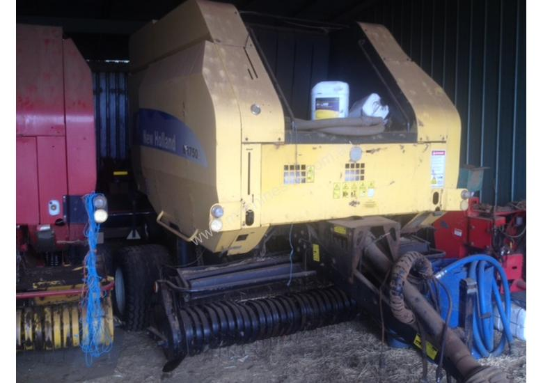 New Holland BR750A Round Baler