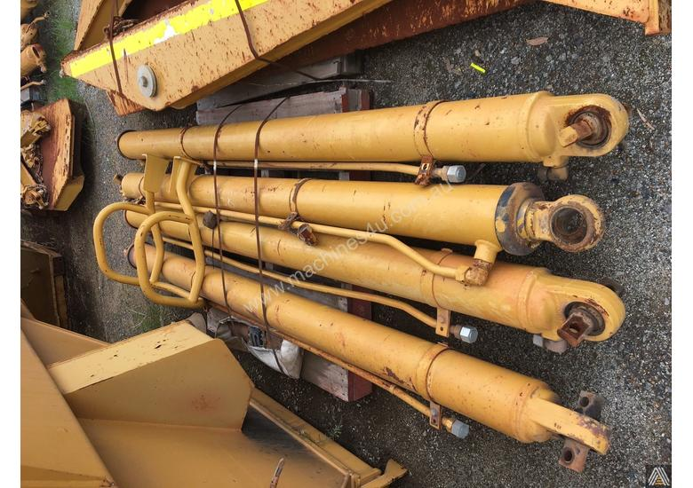 CATERPILLAR 740 TRAY WITH RAMS (4 AVAILABLE)