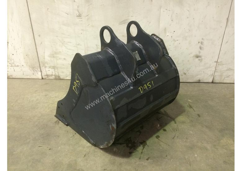 UNUSED 450MM BUCKET WITH BLANK HOOKUPS SUIT 1-2T EXCAVATOR D951