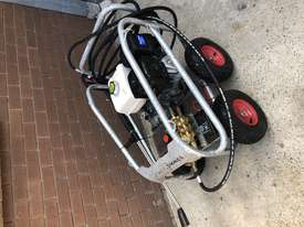 Ex demo Petrol Pressure Washer 4000 PSI 15 HP Honda GX390 Engine Pro Scud - picture0' - Click to enlarge
