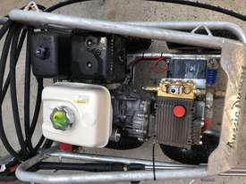 Ex demo Petrol Pressure Washer 4000 PSI 15 HP Honda GX390 Engine Pro Scud - picture2' - Click to enlarge